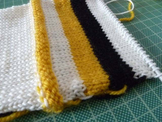 knitted stripe swatch (1824 x 1368)